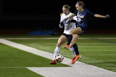 Girls varsity soccer aiming for playoffs